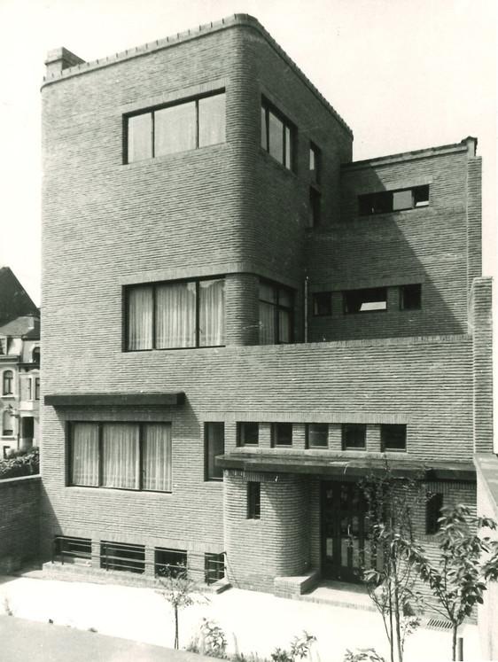 Sortie du Cahier Henry van de Velde : Herman Daled et l'hôtel Wolfers © Hôtel Wolfers, façade sud vers 1935, Fonds Henry van de Velde, La Cambre