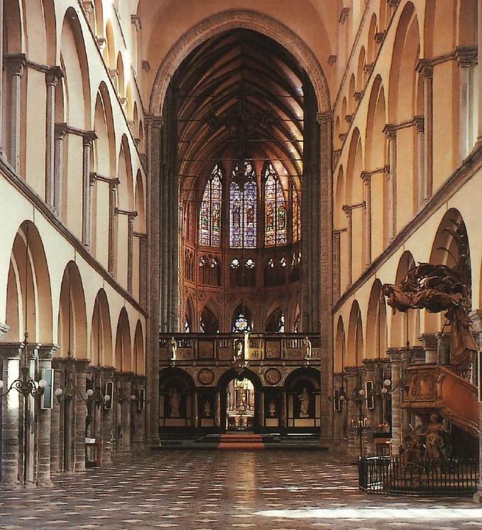 Aménagement intérieur liturgique de la Cathédrale © Fabrique d'église Cathédrale / La nef romane vers le transept