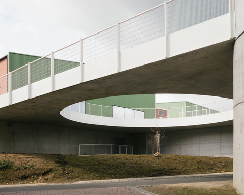 Livraison du Centre ADEPS La Ferme du Château à Loverval, photo de Stijn Bollaert
